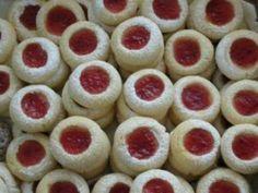 Christmas Sweets, Christmas Candy, Christmas Baking, Christmas Cookies, Mini Cupcakes, Cupcake Cakes, Fondant Tutorial, Sweet And Salty, Food Art