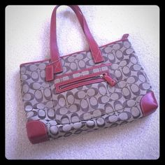 Beautiful Coach Handbag! excellent Condition Nearly flawless condition only worn a handful of times! Perfect inside and out! Coach Bags