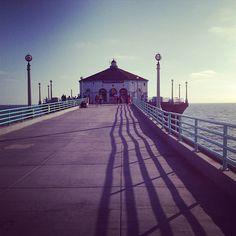 Manhattanビーチで撮ったものです。 このピアは1920年にできたもので、ハートブルーなどで様々な映画でも見られます!http://bit.ly/11XFOgN  Flickrのamyart86さんの作品です。
