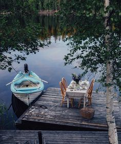 Uploaded by Cris Figueiredo. Find images and videos about nature, lake and boat on We Heart It - the app to get lost in what you love. Belle Image Nature, Haus Am See, Lake Life, Belle Photo, Fresco, The Great Outdoors, Countryside, Outdoor Living, Outdoor Life
