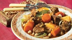 Try this Brand-New Stew with Cabbage and Star Anise recipe Moroccan Stew, Confort Food, Celerie Rave, Mets, Pot Roast, Slow Cooker Recipes, Cabbage, Morocco, Food Recipes