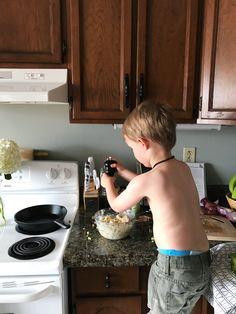 kids in the kitchen @honeybeeandcubs