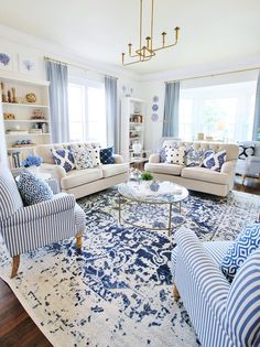 Navy And White Living Room, Blue And White Pillows, Navy Living Rooms, Blue And White Fabric, Home Living Room, Living Room Designs, Living Room Decor, Living Room Pillows, Blue Rooms