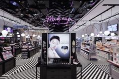 """""""Sugarcup"""" launched by E. MART Group is ready to offer everything which is needed to be attractive from head to toe. The main concept is named """"beautiful moment"""".  If you stand in front of the shop, an endlessly  crossed pattern  by  horizontal,  vertical, or diagonal lines will draw your eyes."""