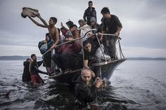 Refugees arrive by boat near the village of Skala on Lesbos, Greece. Sergey Ponomarev for the New York Times, World Press Photo Photos 2016, Photos Du, Scary Photos, New York Times, Ny Times, Fotojournalismus, World Press Photo, Moving Photos, Foto Transfer