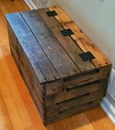 Trunk Pallet Projects : Pallet Project would make cute hope chests for the girls. Kemo build Projects : Pallet Project would make cute hope chests for the girls. Wooden Pallet Projects, Pallet Crafts, Diy Pallet Furniture, Pallet Ideas, Wood Furniture, Diy Projects, Pallet Designs, Furniture Storage, Furniture Ideas