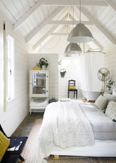 Turns out that there are some amazing girls getaway spots just outside of Melbourne. This charming little guesthouse in Daylesford sleeps… Dream Bedroom, Home Decor Bedroom, Living Room Decor, Living Spaces, Master Bedroom, Cottage Bedrooms, Decor Room, Bedroom Ideas, Wall Decor