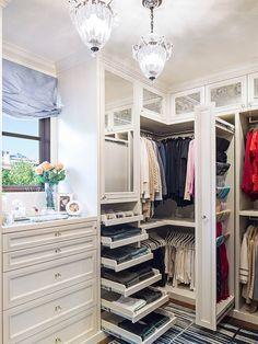 Traditional Closet with Hardwood floors, Cabinet finish, Built-in bookshelf, Dressing room, Pendant light, Standard height