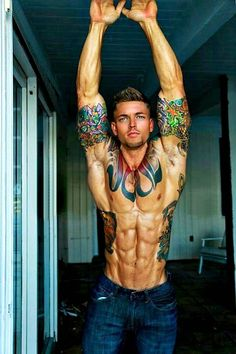 i have an insane attraction to tattooed men