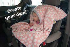 Deze poncho is eenvoudig, gemakkelijk om te zetten en warm. Omkeerbare en dubbele gelaagde met fleece! Er zijn geen armsgaten die u kunt gesp hen recht onder zonder het opstijgen van de vacht! De armen zullen nog reiken aan de zijkanten te kunnen spelen of een boek te houden. Zijn als het dragen van een deken!  Die haat worstelen met de winterjassen, elke keer als ze hun kinderen binnen en buiten de auto nemen?! ME!!! Dit is de autostoel Poncho! Zijn gemaakt van dubbele bekleed vlies. Zijn…