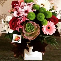 Celebrating fall with a beautiful combination of seasonal flowers! Flowers Delivered, Seasonal Flowers, Pretty Flowers, Floral Wreath, Wreaths, Seasons, Fall, Instagram Posts, Beautiful
