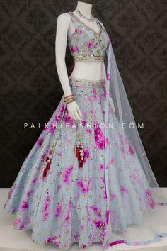 Dress Indian Style, Indian Fashion Dresses, Indian Designer Outfits, Indian Outfits, Designer Dresses, Lengha Blouse Designs, Choli Designs, Party Wear Lehenga, Party Wear Dresses