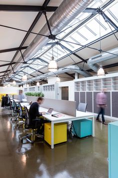 Deskopolitan by MoreySmith is a work-life environment - News - Frameweb