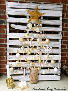 Easy Pallet Christmas Tree Tutorial… 1. Clean off pallet. 2. Paint lightly with white paint. 3. Add nails in a triangle. 4. Zig zag lights and garland. 5. Add thrift store ornaments with small nails. 6. Add start to top with nail. 7. Screw in a split log. 8. Plug in and enjoy!