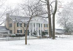 {*Elvis's home Graceland in winter wonderland*}