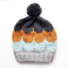 DIY Knitted Hat - FREE Knitting Pattern / Tutorial -- need to double check in foreign language. Knitting For Kids, Knitting Yarn, Free Knitting, Knitting Projects, Baby Knitting, Knitting Patterns, Crochet Patterns, Knit Crochet, Crochet Hats