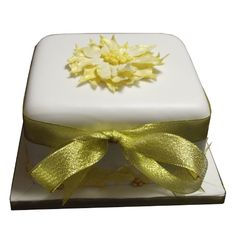 <b>Gold Poinsettia Cake</b><br />Decorated with an edible 3D Poinsettia