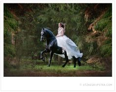 Horse Wedding, bruid te paard. In je trouwjurk op je eigen (friese) paard! Kijk op www.jitzkegrijpstra.com voor meer foto's!