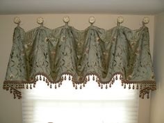 Cuff Top Valance, via Flickr.