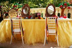 Snow White theme party table @Lauren Davison Gay!!!