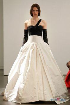 biała suknia ślubna Vera Wang z czarnym gorsetem