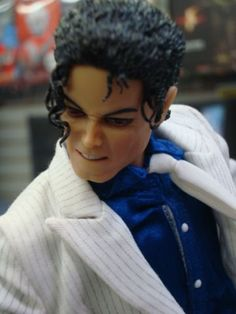This MJ figure is one of the old production of Stor. Michael Jackson Figure, Michael Jackson Smile, Michael Jackson Smooth Criminal, Jackson Family, Black Barbie, Vintage Barbie Dolls, Figure Model, African Culture, Barbie World