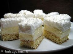 Prajitura Fulg de nea reteta simpla Czech Desserts, Romanian Desserts, Romanian Food, Easy Desserts, Sweets Recipes, Cake Recipes, Homemade Sweets, Cream Cake, Coco