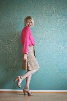 Büro-Outfit mit Rock und Bluse in Pink