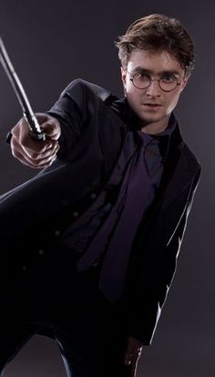 I got Harry Potter! Should You Date Draco Malfoy Or Harry Potter? Harry is funny, caring, and down-to-earth, despite being a goddamn hero. Don't fight it — you're literally under his spell. Harry Potter Hermione, Daniel Radcliffe Harry Potter, Harry James Potter, Harry Potter World, Theme Harry Potter, Harry Potter Cosplay, Harry Potter Pictures, Harry Potter Quotes, Harry Potter Characters