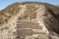 La población no se limita al mencionado casco urbano, sino que empiezan a construirse diversas villas romanas en tierras llanas y fértiles a lo largo del río, en zonas como Arco Sempere y Las Agualejas.