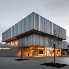 verschuiven van verdiepingen  WHY expands Louisville's Speed Art Museum with a corrugated metal facade