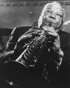 Find Sidney Bechet biography and history on AllMusic - Sidney Bechet was the first important jazz… Cool Jazz, Jazz Artists, Jazz Musicians, Jazz Blues, Blues Music, Branford Marsalis, Sidney Bechet, Free Jazz, Black Actors
