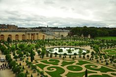 Before summer ends and autumn brings with it a mosaic of color and a rush of cool breeze, travel to these 11 gorgeous gardens around the world! Versailles Garden, Palace Of Versailles, Most Beautiful Gardens, World's Most Beautiful, National Botanical Gardens, Stuff To Do, Things To Do, Virtual Travel, Summer Palace
