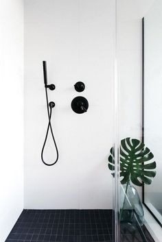 Minimalist Shower - Californian Home by Aaron Neubert Architects, Los Angeles