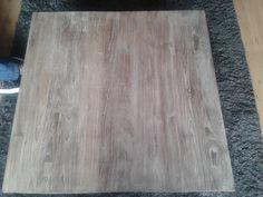 Op internet lees je verschillende methodes om teak hout te vergrijzen.  Wij wilden dat het een verweerd uiterlijk kreeg maar wel de natuurli...