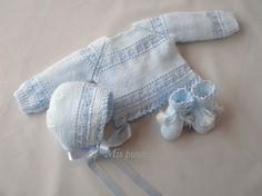 Pensando en el sol, el calor, el buen tiempo que tanto necesitamos os propongo este jubón de lana y perlé.   Nuestro bebé puede estar ...