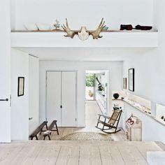 Keltainen talo rannalla: Persoonallisia koteja House Extensions, East London, Victorian Homes, Decoration, Terrace, Home And Family, Furniture, Beautiful, Design