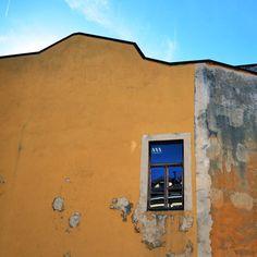 Un punto di giallo per chiamare l'estate  #ayellowmark . #architempore #communityfirst #latergram #instagram #whatitalyis #vscoitaly #vscoeurope #passionpassport #livetravelexplore #lovelaughlive #aroundmi #milanodavedere #milanodaclick #igersitalia #igerslombardia #citylife #milan #milano #visitmilano #mashpics #huntgramitaly #nikonitalia #facades #architecture #archilover #architecturephotography by violettabreda