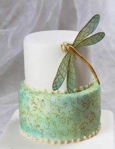 {A gumpaste Dragonfly with terrific teal coloring by Tortenherz}