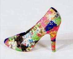 Schoenen pimpen , schoen beplakt met inpakpapier , hiervoor gebruik je speciale lijm