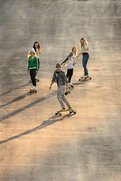 Having a nice day outside with your friends #longboard #dimensiontwolongboards #bluetomato
