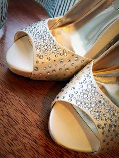 Crystals decorated satin open toe beige pumps. Beige Pumps, Wedding Pumps, Satin Shoes, Crystal Fashion, Fashion Deals, Heeled Mules, Open Toe, Footwear, Bridal