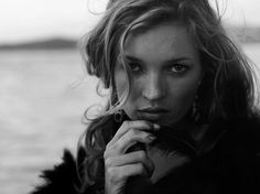 Peter Lindbergh ist einer der bekanntesten Modefotografen Deutschlands, er gilt als Erfinder der Supermodels. Kate Moss lichtete er mehrfach ab, dieses Bild entstand vor knapp sieben Jahren.