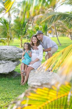 Professional Family Portraits in Cancun, Riviera Maya and Mexico | Lidia Grosso Photography, Beach portraits Cancun, Cancun Photographer, Beach Portraits, Family Portraits Riviera Maya, Family photos ideas #cancunphotos #cancunphotographer #beachportraits #familyportraits www.photosmilephotos.com | info@photosmilephotos.com