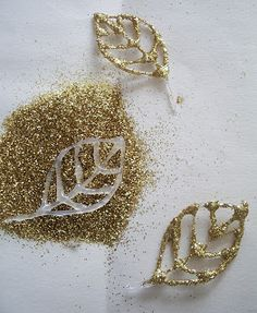 Glitter glue details for crafting Clay Christmas Decorations, Christmas Ornament Crafts, Holiday Crafts, Diy Ornaments, Homemade Christmas, Simple Christmas, Christmas Diy, Christmas Glitter, Glue Gun Crafts