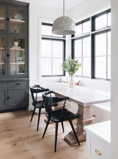 5 Helpful Clever Tips: Contemporary Living Room Kitchen contemporary decor inspiration.Contemporary Home Farmhouse. Dining Nook, Dining Room Design, Dining Room Furniture, Dining Room Table, Dining Chairs, Table 19, Dining Room In Kitchen, Design Table, Chair Design