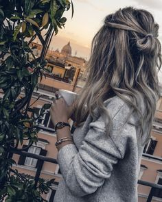 Messy Hairstyles, Pretty Hairstyles, Coven Fashion, Best Photo Poses, Cute Photography, Portrait Poses, Cut And Style, Fashion Beauty, How To Look Better