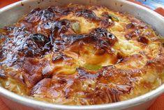 Το μακεδονικό γαλακτομπούρεκο είναι μια διαφορετική παραλλαγή η οποία θα σας χαρίσει πολλές στιγμές απόλαυσης! Greek Sweets, Greek Desserts, Greek Recipes, Hawaiian Pizza, Lasagna, Macaroni And Cheese, Pork, Meat, Baking
