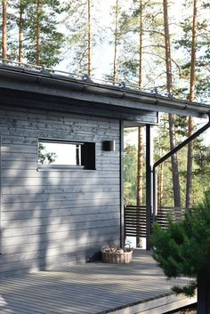 undefined Guest House Shed, Scandinavian Cottage, Roofing Options, Sauna Design, Summer Cabins, Cottage Exterior, Patio, Cabins In The Woods, Beach Cottages