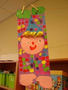 would be fun to play bits of Madagascar 3 with this project! Clown Crafts, Circus Crafts, Circus Art, Circus Theme, Carnival Classroom, Classroom Crafts, Circus Activities, Art Activities, Kindergarten Art Lessons